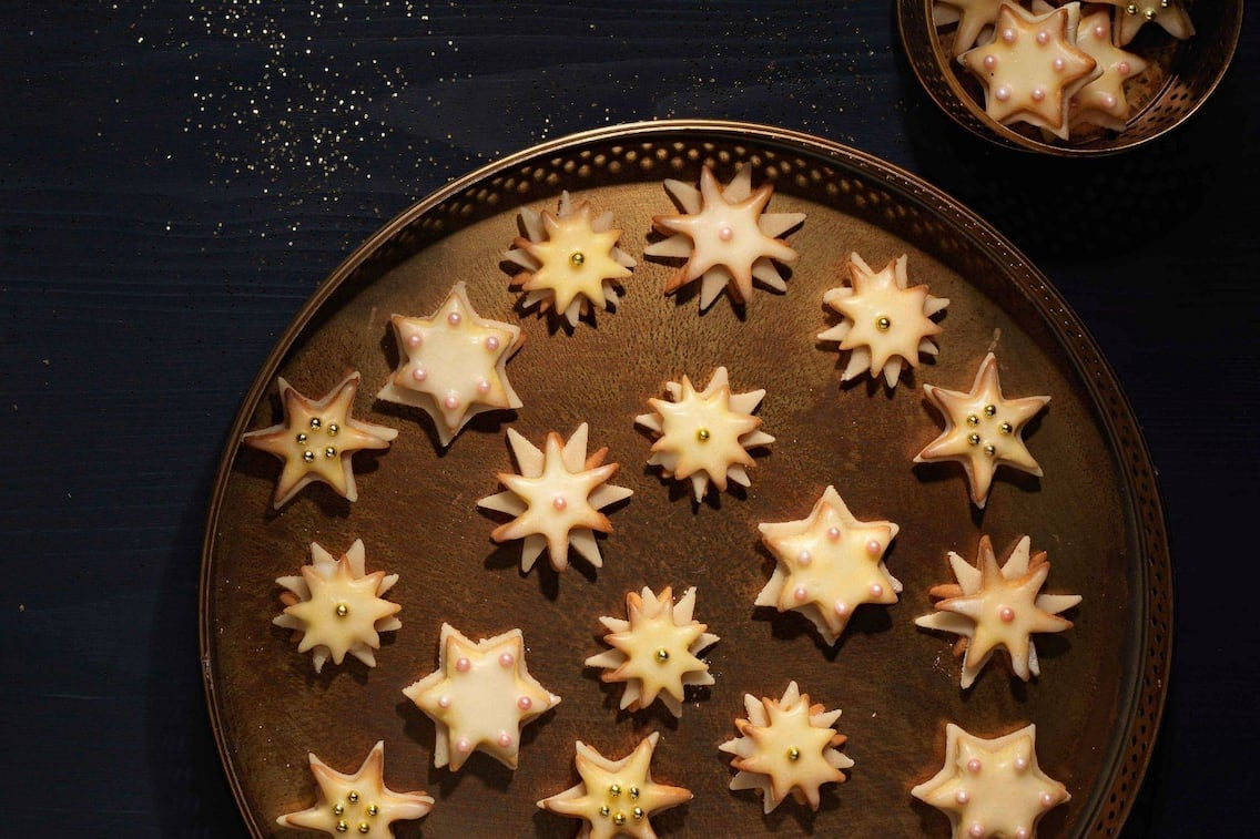 Schmucksternchen, Marzipan, Zitrone, Zuckerperlen, Sterne, Keksdose
