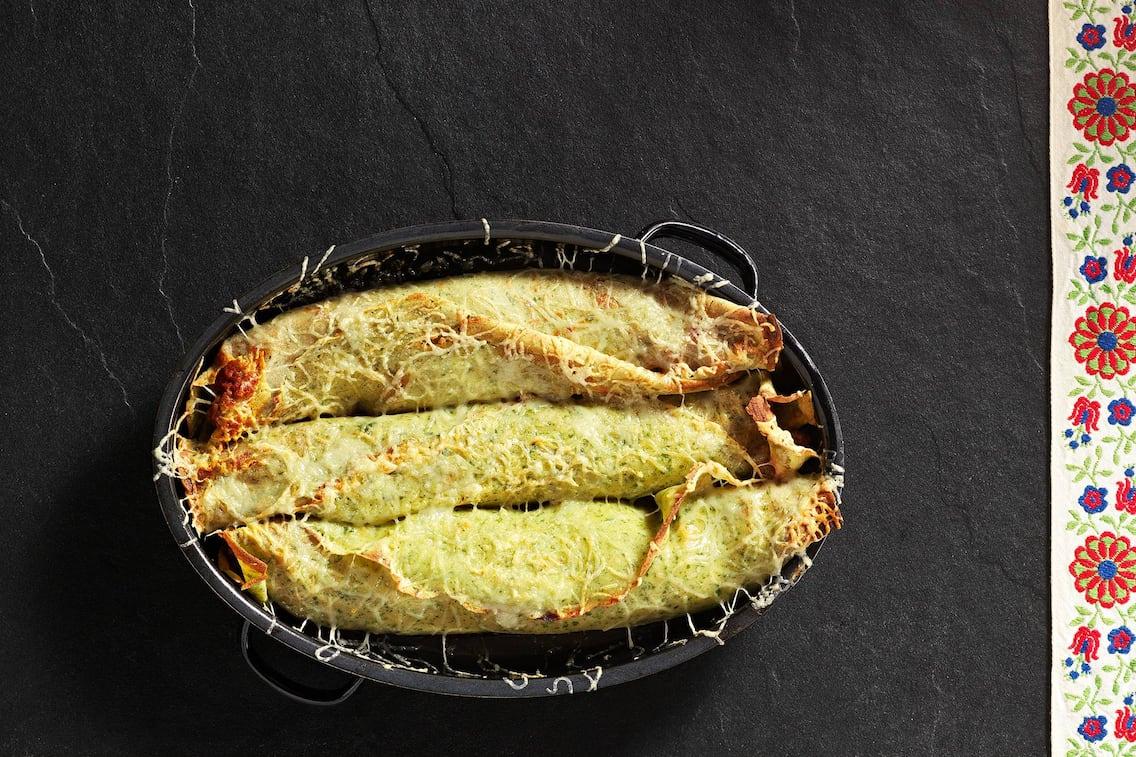 Rezept Gerollte Kräuterpalatschinke mit Fleischfülle (Bild: Eisenhut & Mayer)
