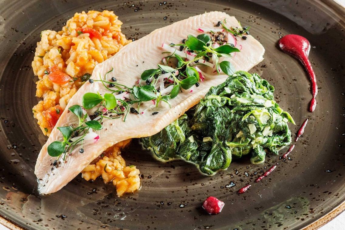 Lachsforellenfilet, Fischrezept, Risotto, Gemüse, vegetarisches Rezept, Servus-Rezept