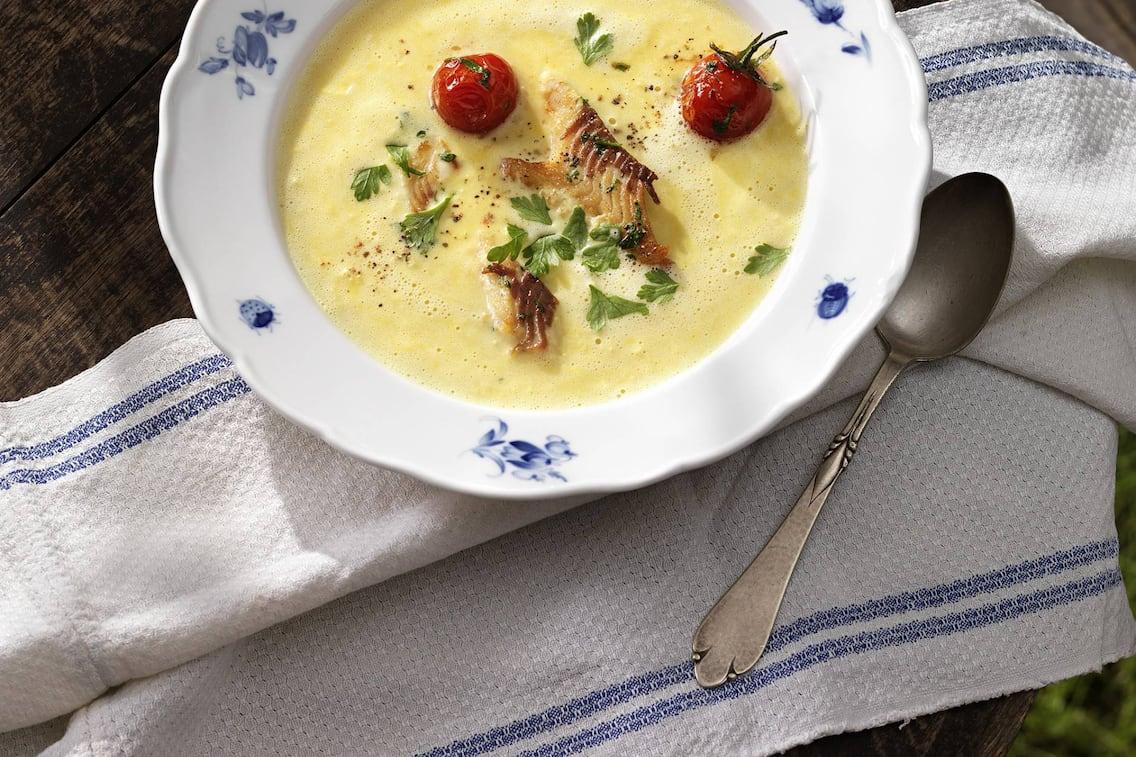 Maiscremesuppe mit geräucherte Forelle (Bild: Eisenhut & Mayer)