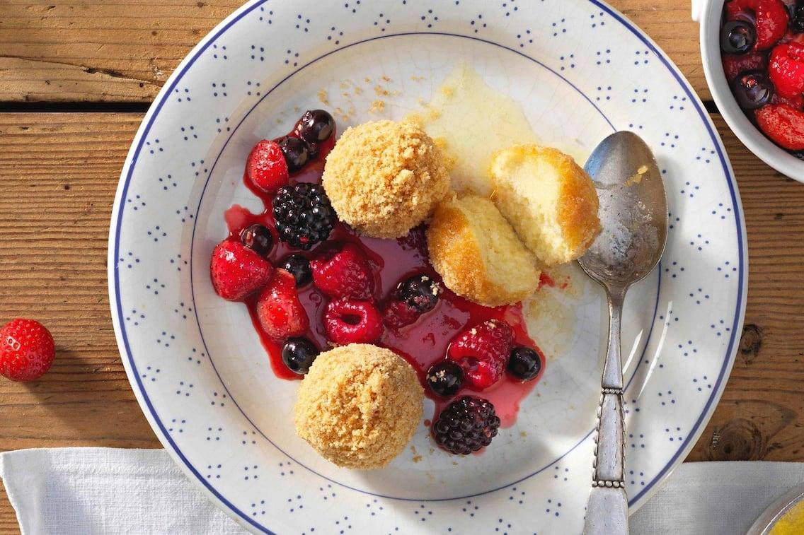 Süsse Knödel, Süßspeise, Dessert, Brösel, Beeren, Servus Rezept