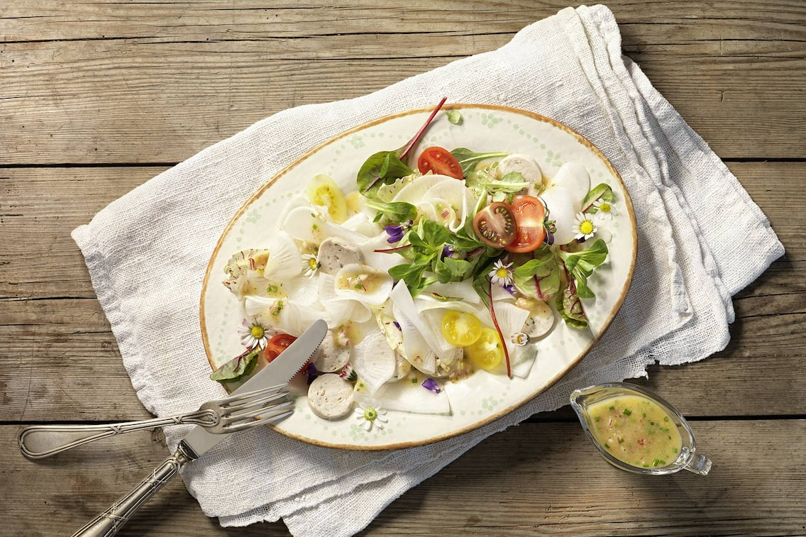 Radisalat mit Weißwurst (Bild: Eisenhut & Mayer)