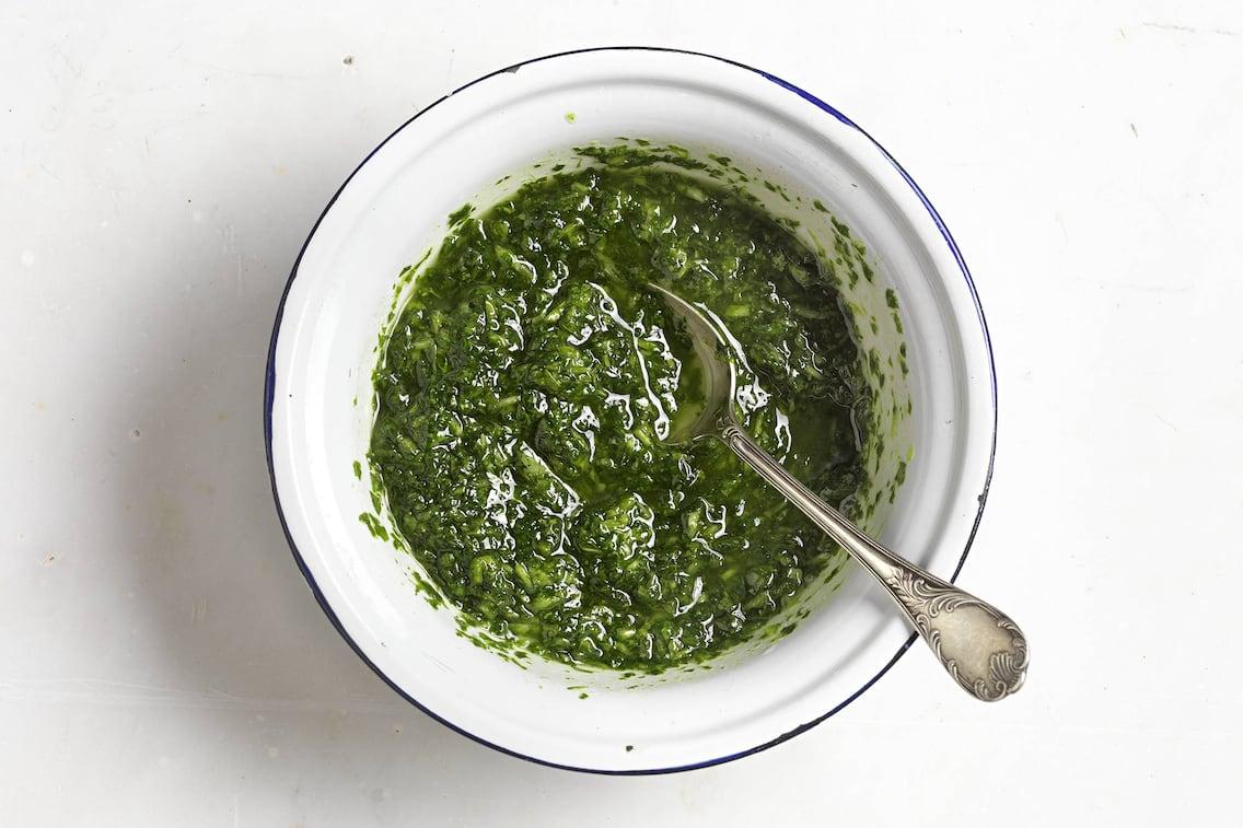 Rübengrün-Pesto