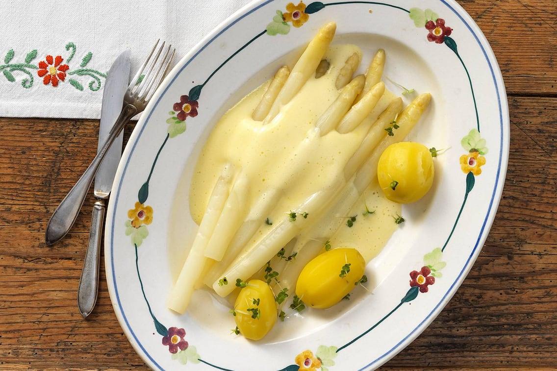 Spargel, Sauce hollandaise, Kartoffeln, Petersilie