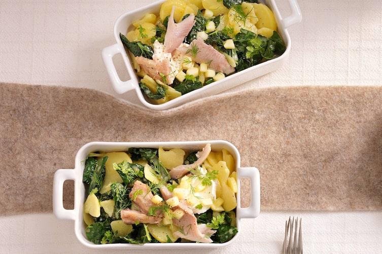 Schwarzkohl-Erdäpfel-Salat mit Räucherfisch, Kartoffel, Salat, Räucherfisch, Fisch, Kohl, Kraut, Servus Rezept