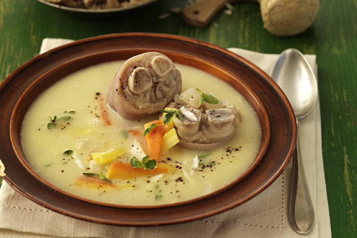 Eine Suppe aus Omas Kochbuch.