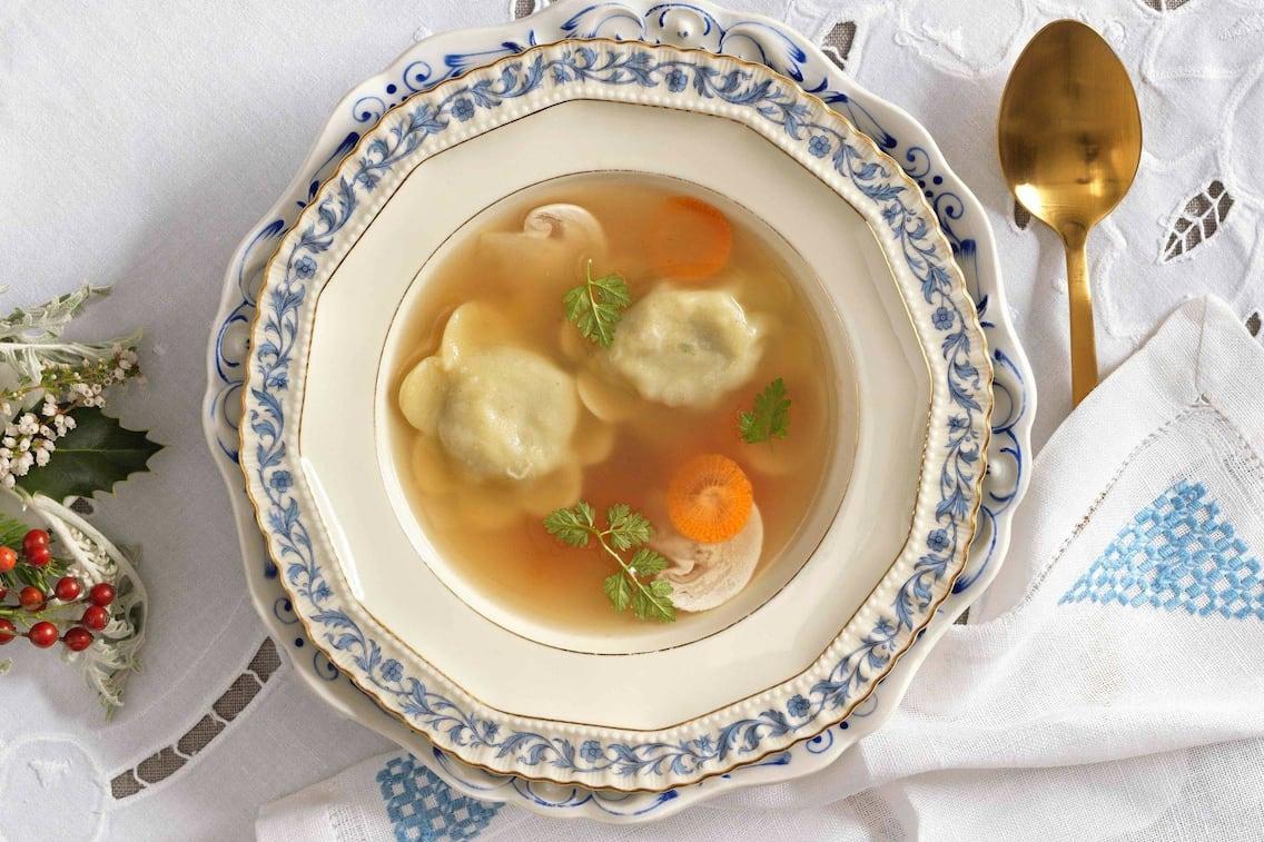Suppe, Petersilie, Karotten, Champignons, Teigtaschen, Vorspeise, Servus Rezept