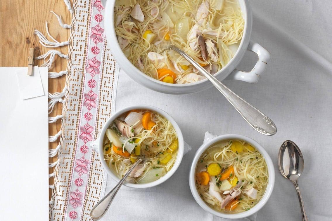 Mühlviertler Nudelhenn, Suppe, Gemüse, Tischdecke