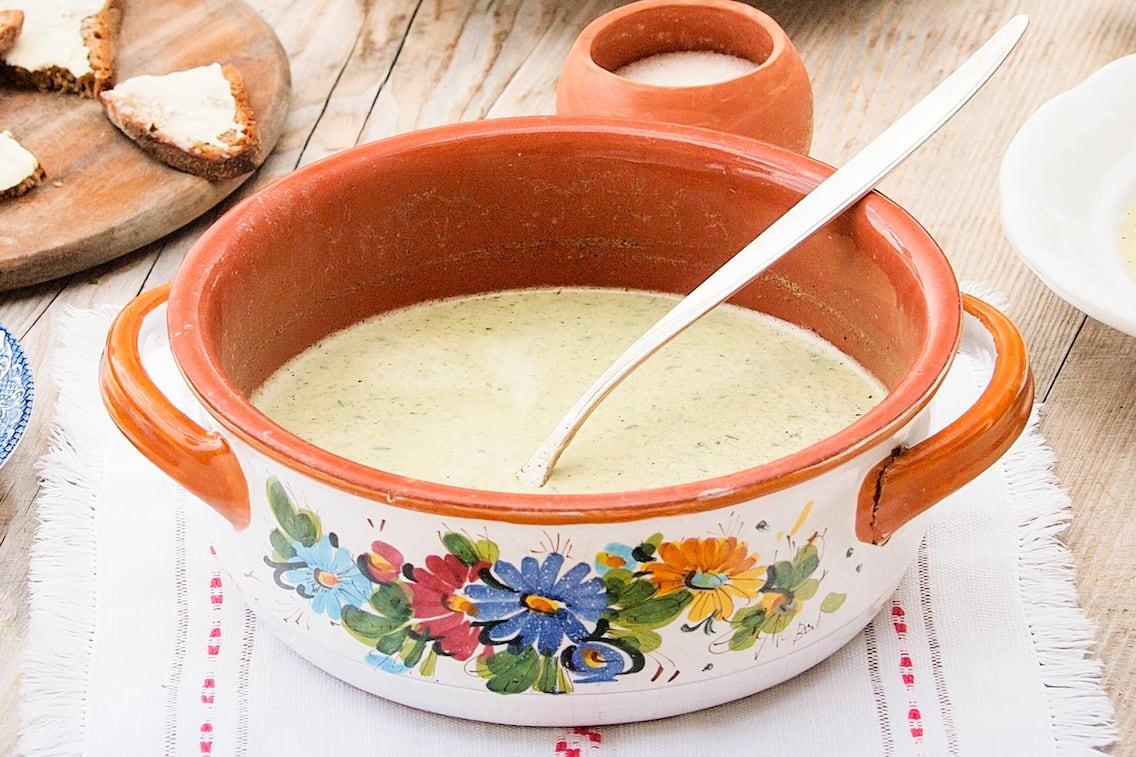 Brot, Brett, Topf, Kelle, Suppe, Salz, Blumenmuster