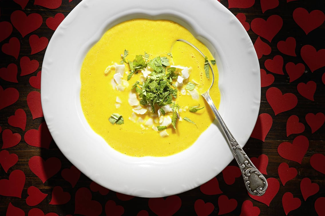 Karottensuppe mit Kokosflocken (Bild: Eisenhut & Mayer)