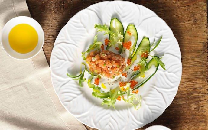 Lachstartar, Gurken, Lachskaviar, Grüner Salat, Vorspeise, Servus Rezept