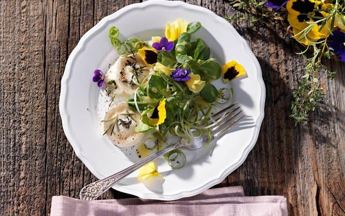 Vogerlsalat, Blumen, Veilchen, Salat, Servus-Rezept