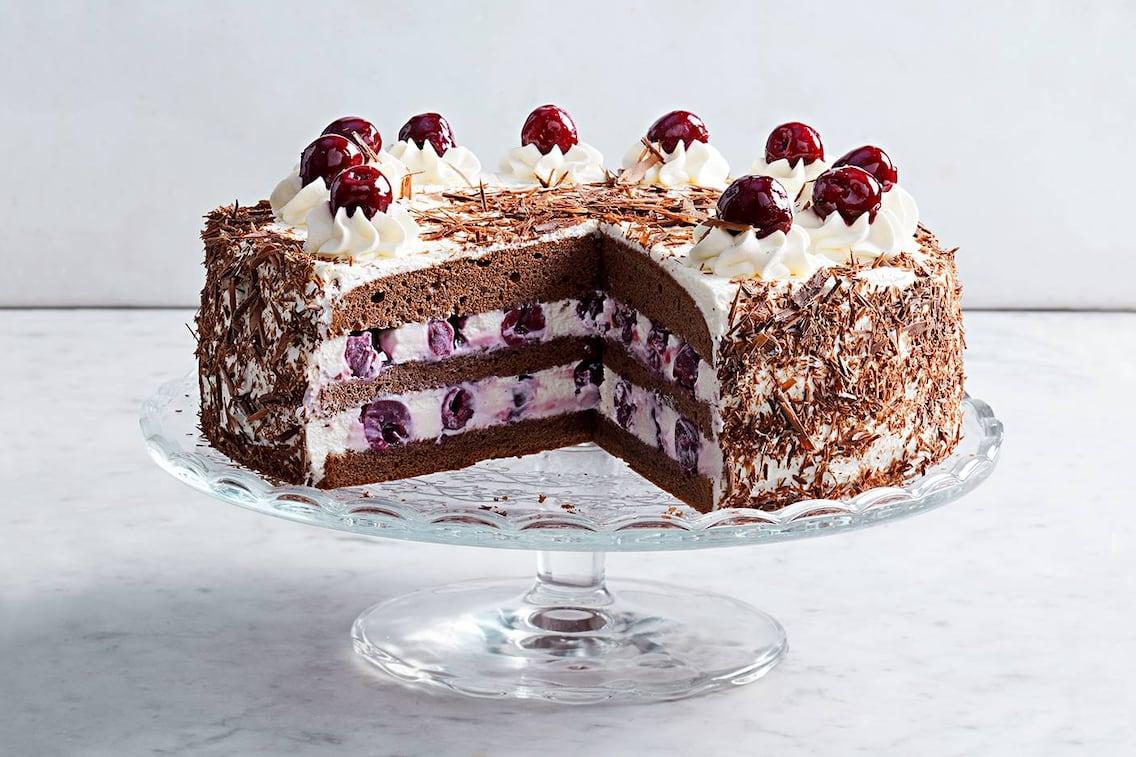 Schwarzwälder Kirschtorte, Kirsch-Torte, Kirschen, Sahne-Torte, Torte mit Schlagobers, Servus-Rezept