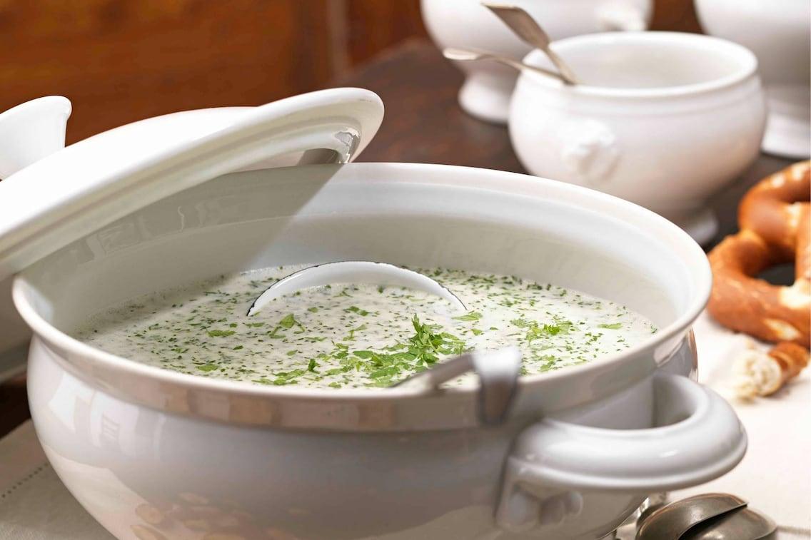 Suppe, Kräuter, Cremesuppe, Suppentopf, Schöpflöffel, Servus Rezept