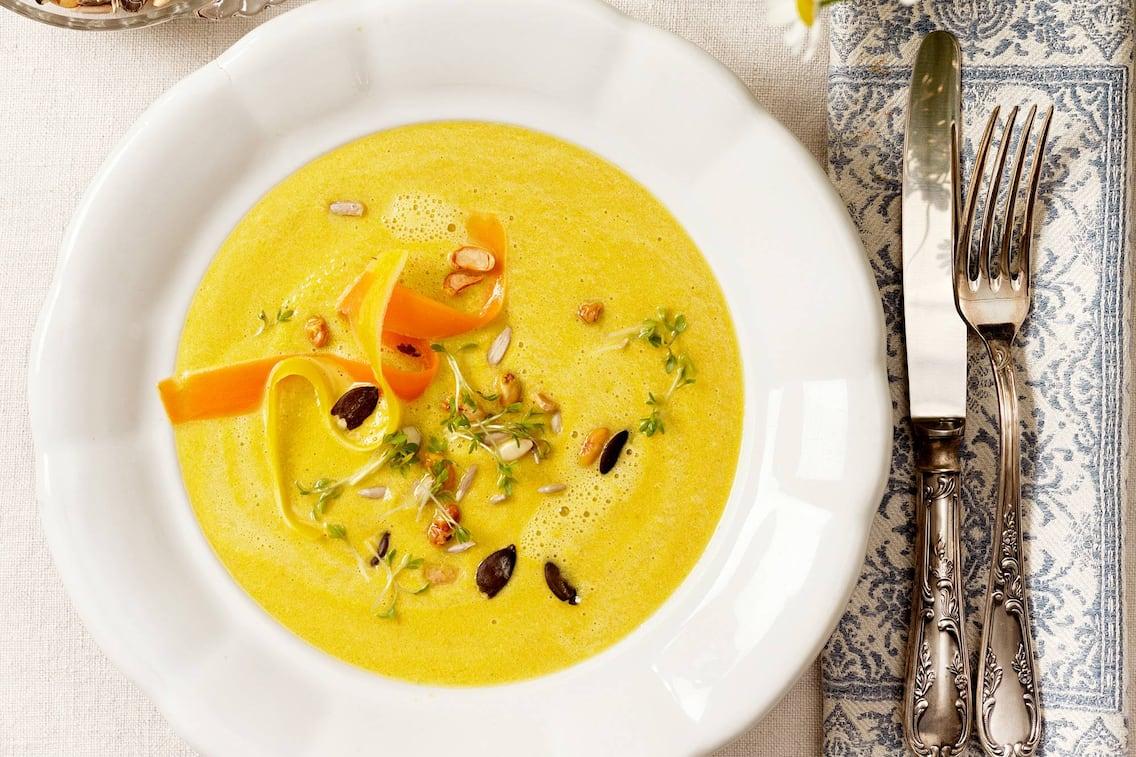Cremesuppe vom Wurzelgemüse, Cremesuppe, Suppe, Wurzelgemüse, Karotten, Sonnenblumenkerne, Kürbiskerne, Kresse, Servus Rezept